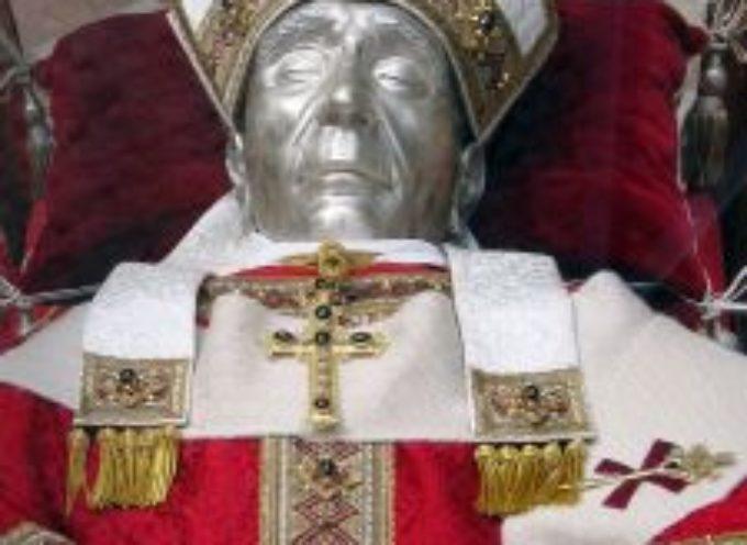 Il Santo del giorno, 19 Maggio: Papa Celestino V (e poi: Adolfo, Calogero, Crispino, Ivo, Maria Bernarda, Urbano, Agostino)
