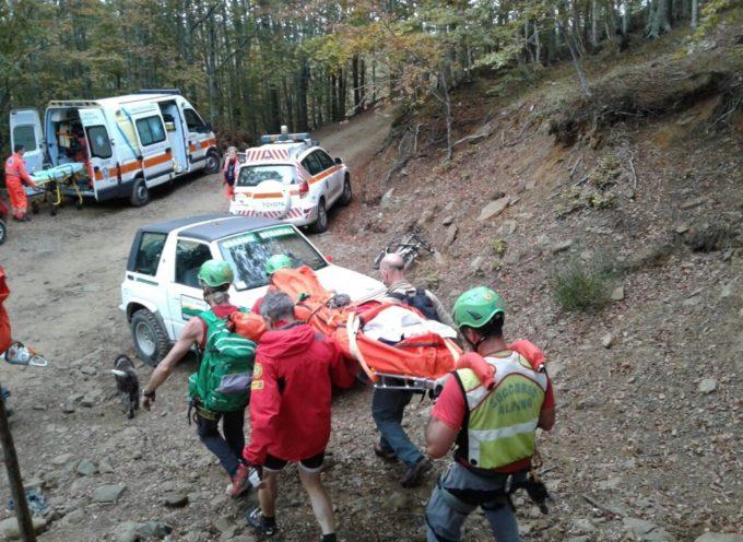 Un escursionista  di milano è morto sulle Alpi Apuane, nella zona di Renara, in provincia di Massa e Carrara.
