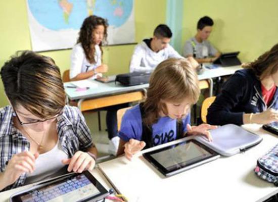 Cinque istituti scolastici lucchesi hanno un nuovo collegamento Internet veloce e una nuova linea telefonica
