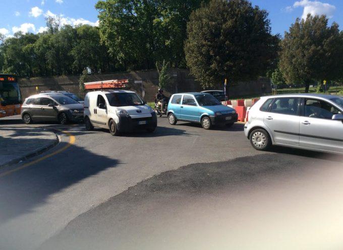 Lucca –   la rotonda al Celide, porta  più disagi al traffico