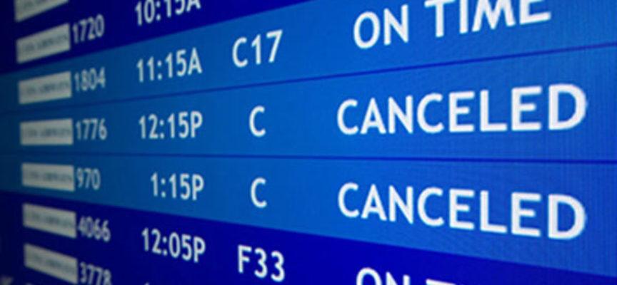 Voli cancellati: per la Corte UE il vettore aereo deve indennizzare i passeggeri non informati in tempo.