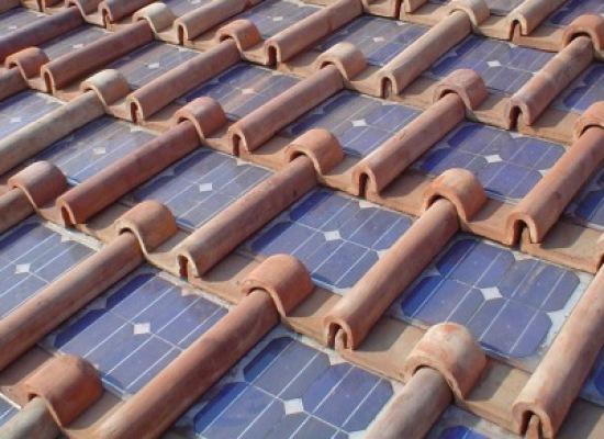 In arrivo sul mercato,  le tegole solari, nuova dimensione della generazione di energia elettrica da casa