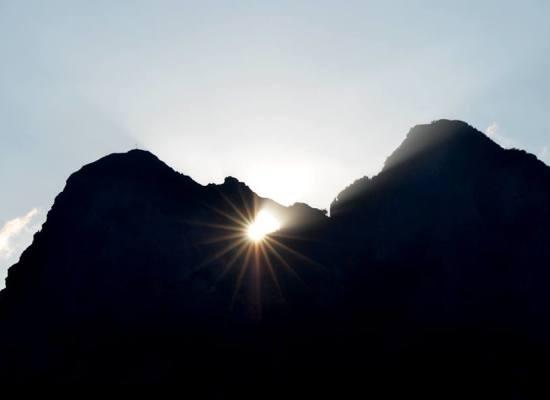 Solstizio d'estate la doppia alba del Sole nel monte Forato