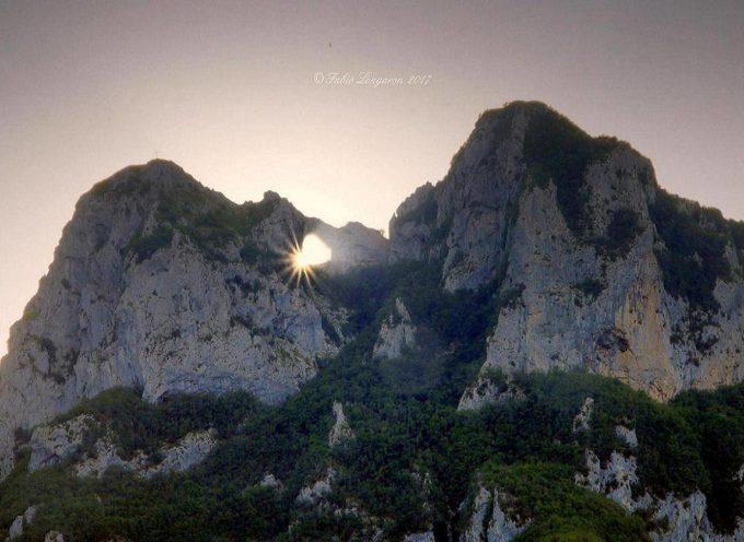 La doppia alba del Monte Forato, un fenomeno seguito con stupore fin dall'epoca dei Liguri Apuani, [video]