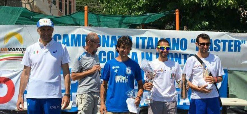 Giuseppe Monini del GS Orecchiella campione italiano di corsa in montagna master medaglia d'argento per Marco Guerrucci