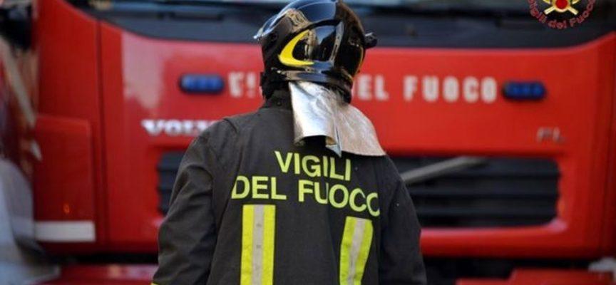 un condominio  in via pacini prende fuoco a Porcari – due anziani intossicati in ospedale