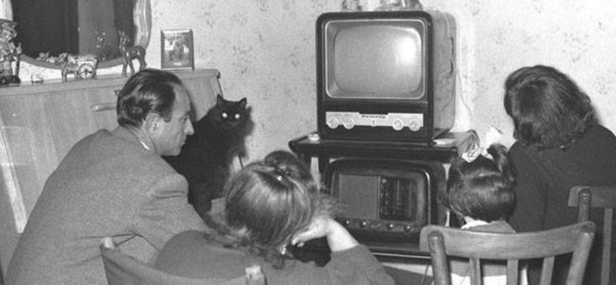 IL TELEVISORE CON  LE  VALVOLE, CHI LO RICORDA