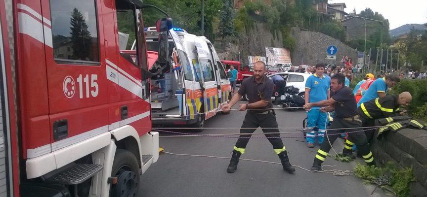 ciclista miracolosamente salvo dopo la caduta nel Turrite [video]