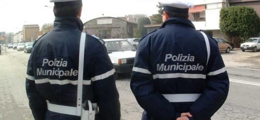 Abbandona rifiuti a Porcari; multa da 200 euro