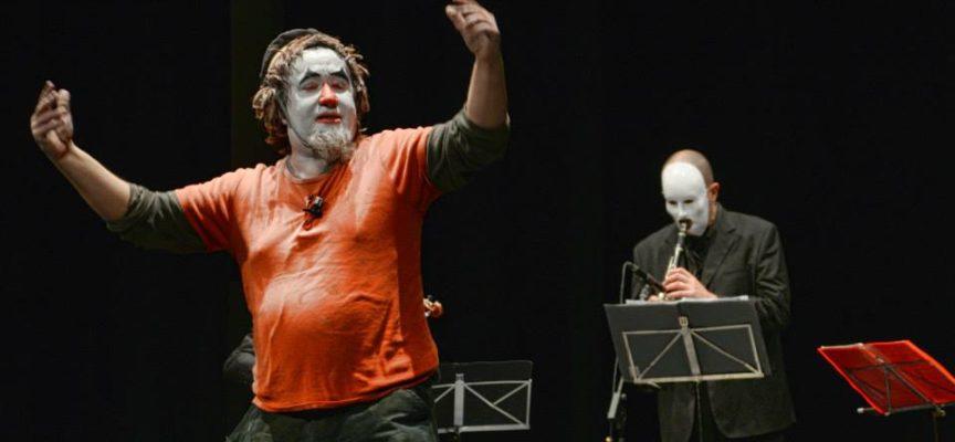 """A Capannori, teatro comico e musica in scena con """"Balcanikaos"""""""