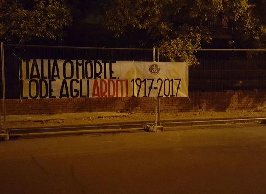 """CasaPound, striscioni per centenario degli Arditi: """"Italiani pronti a tutto di cui c'è bisogno anche oggi"""""""