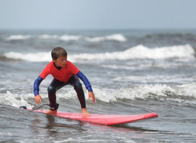 NIMBUS SURF HERO 2017: A MARINA DI PIETRASANTA SESSANTA BABY SURFISTI A CACCIA DELL'ONDA PERFETTA