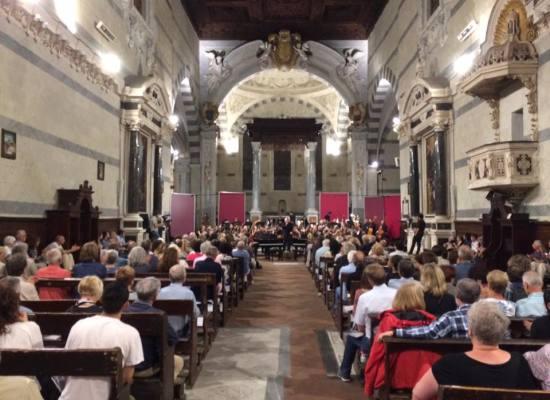 Prosegue la sesta stagione dell'Orchestra Filarmonica di Lucca: 11 agosto con Ciaikovsky e Piazzolla alla chiesa dei Servi