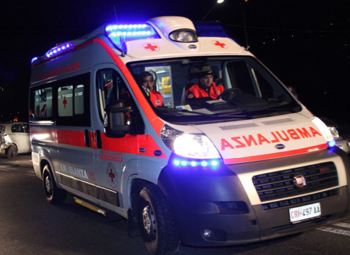 un motociclista è finito nel fosso dopo uno scontro con una autovettura, a Marlia