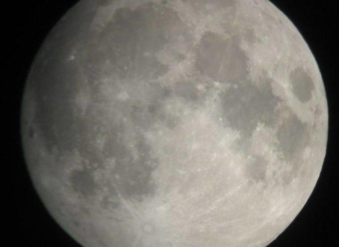 Pontile di Tonfano spento 103 minuti per l'eclissi più lunga del secolo, Pietrasanta abbraccia l'evento astronomico dell'estate