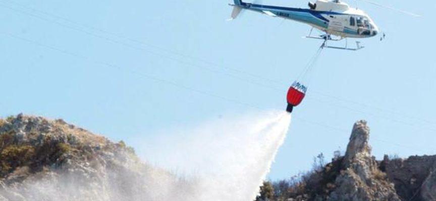Incendio in località Strinato, a Strettoia di Pietrasanta, determinante il tempestivo intervento dei Vigili del Fuoco, delle Forze dell´Ordine e del personale volontario