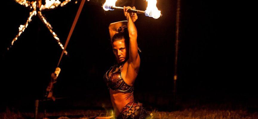 Sabato 19 agosto la notte di Fornovolasco si accende di fiamme.