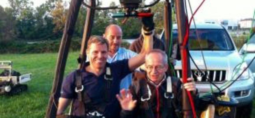 Il primo pilota disabile in Europa, Tim Ellison, in volo in mongolfiera alla Festa dell'Aria di Capannori