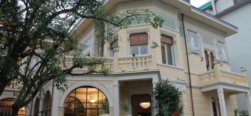 A Villa Argentina le poesie che non annoiano di Arturo Faraoni