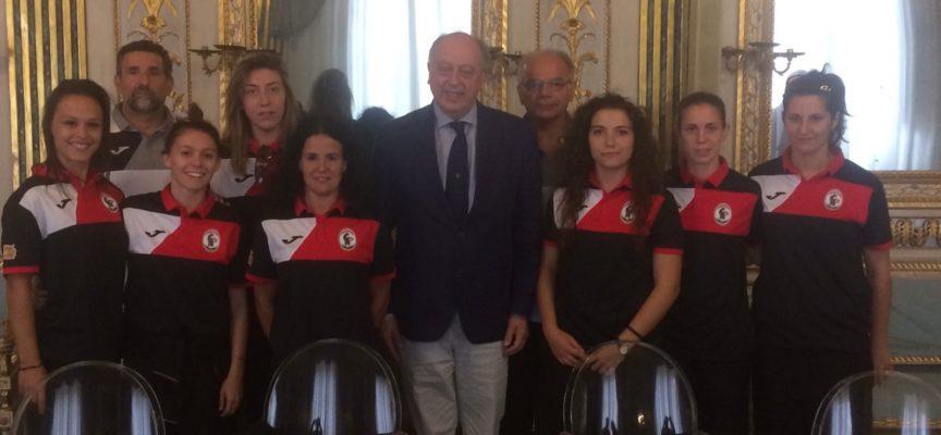 L'Acf Lucchese Femminile ricevuta dal sindaco di Lucca  Tambellini