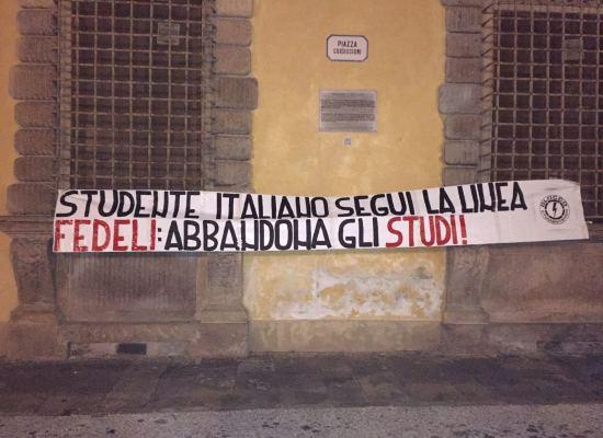 """Blocco Studentesco: anche a Lucca uno striscione per """"celebrare"""" i risultati ottenuti dal Ministro Fedeli"""