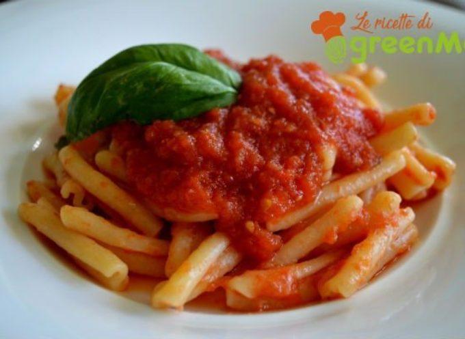 Passata di pomodoro fatta in casa: la ricetta per il sugo perfetto