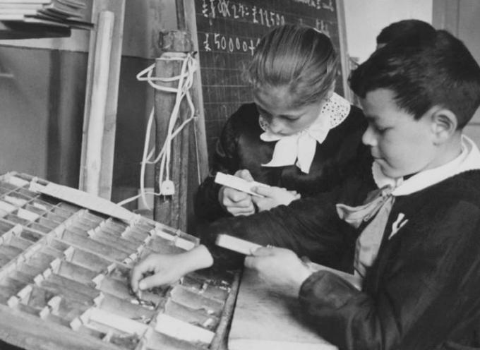 1 ottobre 1976: suona l'ultima campanella che annunciava l'inizio dell'anno scolastico in questo giorno.