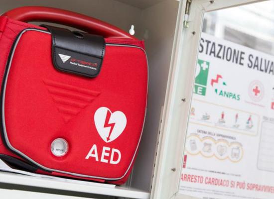 Un nuovo  apparecchio defibrillatore a Colle di Compito,