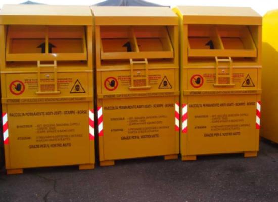 La mafia dei cassonetti gialli: ecco come il crimine guadagna dagli abiti riciclati