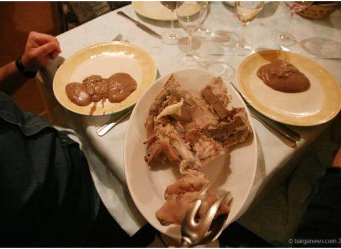 la  POLENTA DI NECCIO E OSSI DI MAIALE,  tipico piatto garfagnino