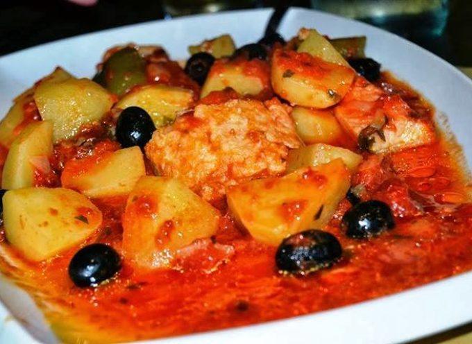 La ricetta di stagione: baccalà in umido con patate e olive.