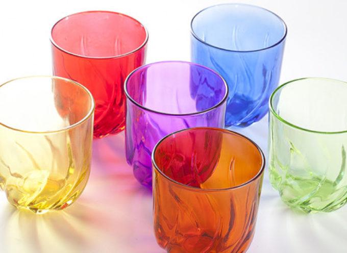 Bicchieri di vetro, tossici per la salute, contengono cadmio e piombo