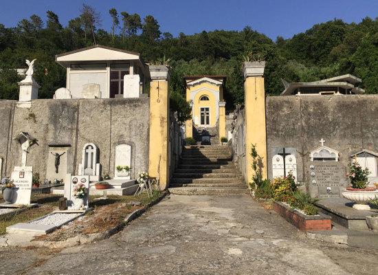 Riqualificazione dei cimiteri di Seravezza e Querceta: si parte dai vialetti pedonali. Approvato il progetto da 80 mila euro del primo lotto