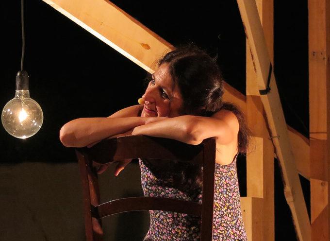"""Teatro: tutto esaurito in prevendita per """"Vi abbraccio tutti"""", lo spettacolo di Elisabetta Salvatori che apre la stagione di prosa domani a Seravezza"""