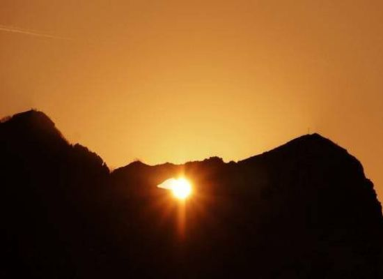il solstizio guardando il doppio tramonto nel Monte Forato