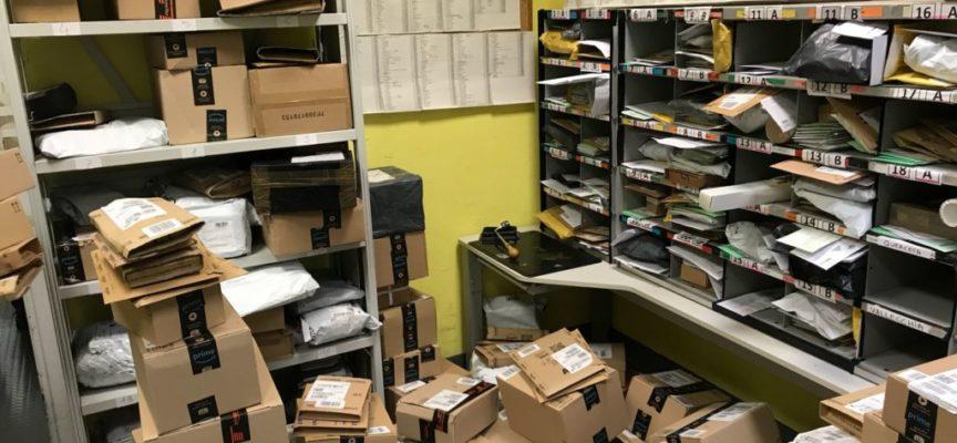 Poste: è già caos, centinaia di pacchi Amazon fermi
