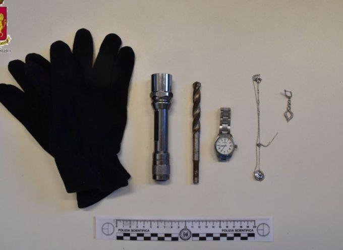 la polizia arresta per furto due pregiudicati