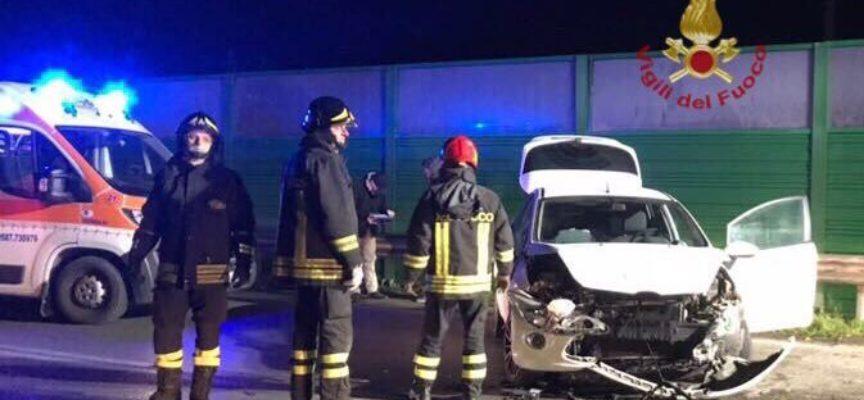 Due giovani feriti nell'auto fuori strada, a ponsacco originari di capannori