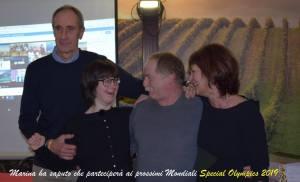 Marina Petri (al centro) ha appena saputo della convocazione ai Mondiali di bowling