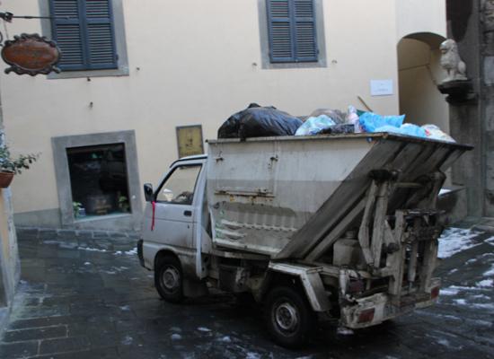 bagni di lucca  8 dicembre regolare raccolta dei rifiuti