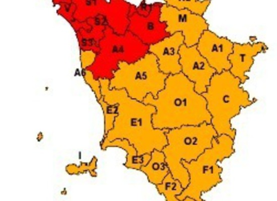 ALLERTA ROSSO La protezione civile regionale attiva la procedura di allerta rosso.  Scuola chiuse di ogni ordine e grado nella provincia di Lucca