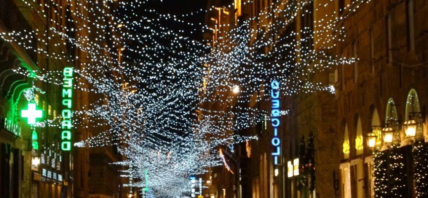 a Seravezza, Querceta, Ripa e Pozzi installazioni natalizie a spese degli sponsor.