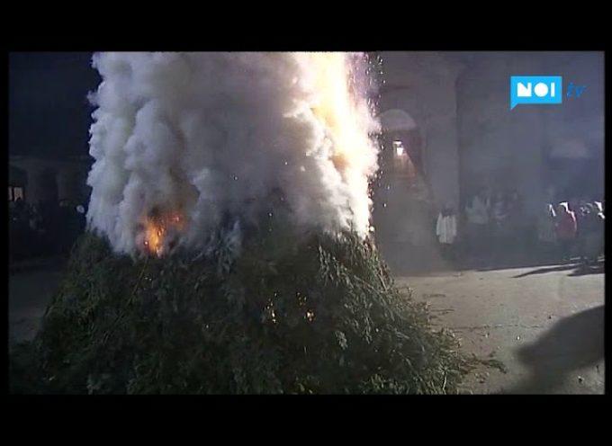 L'albero che brucia a Camporgiano annuncia un ottimo 2018 [video]