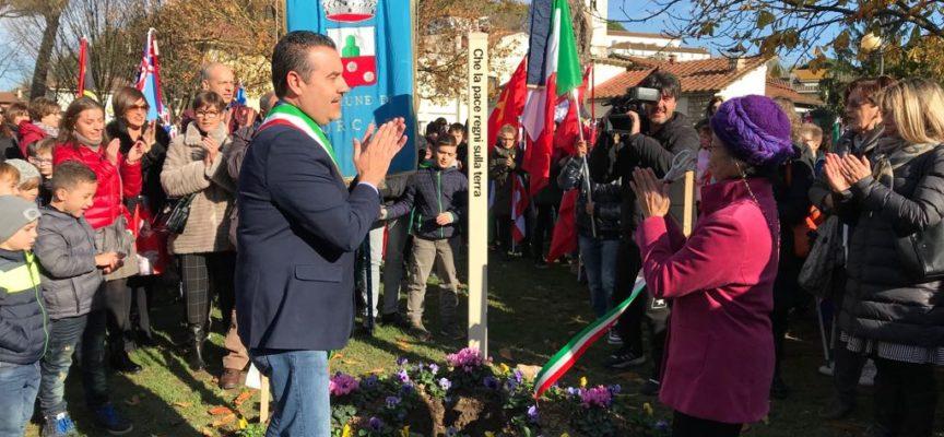 Inaugurata in piazza Felice Orsi una stele della Pace alta 2 metri e mezzo