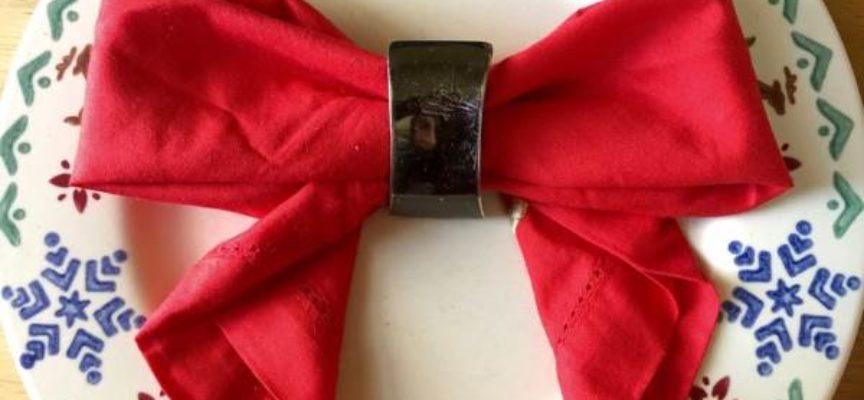 10 straordinarie (ma facili) idee per piegare i tovaglioli a Natale