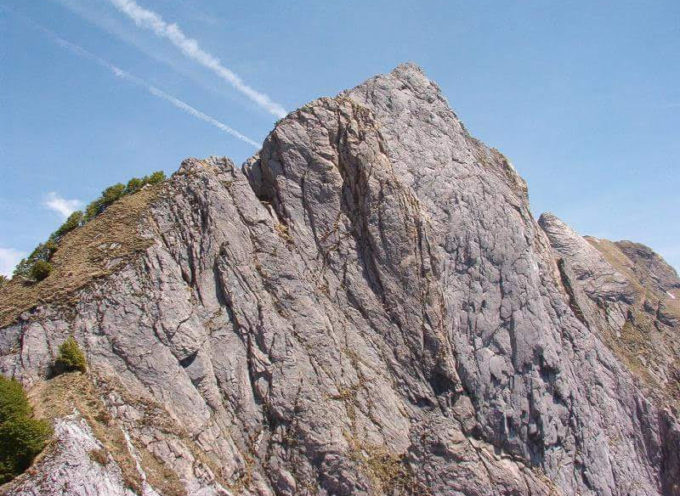 ALPI APUANE-  LA  scalata al monte Contrario (m. 1.788), traversata cresta ovest- cresta est.