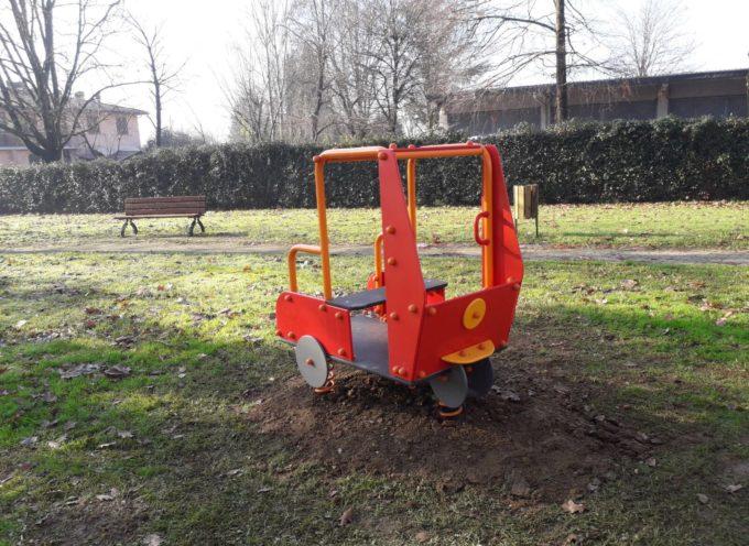 """Due giochi """"vintage"""" al parco  della Girandola di via Pacconi"""