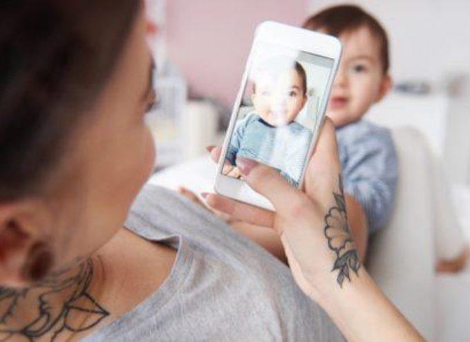 Pubblicare foto dei figli su social: quali accorgimenti adottare e cosa si rischia