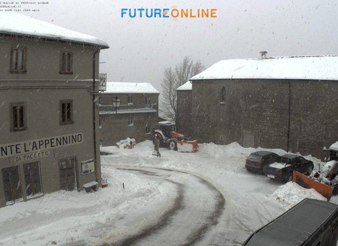 san pellegrino in alpe in atto una nevicata moderata