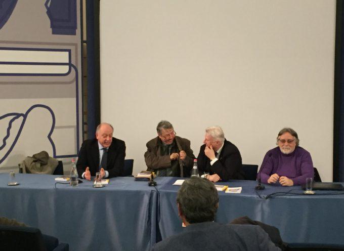 """Daniele Venturini, presenta il suo secondo romanzo:"""" Fuoco Amico"""", a Lucca."""